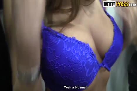 За бабки блонди решилась на домашнее групповое порно