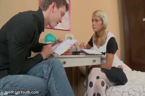 После уроков русская студентка захотела траха