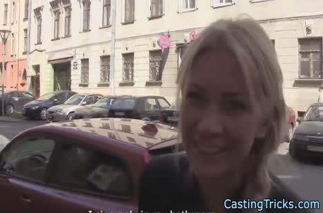 Чувак под видом кастинга трахнул наивную блондинку