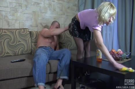 Настойчивый парень соблазнил грудастую блонди на анал