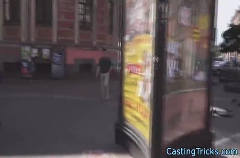 Русская брюнетка с удовольствием прошла порно кастинг