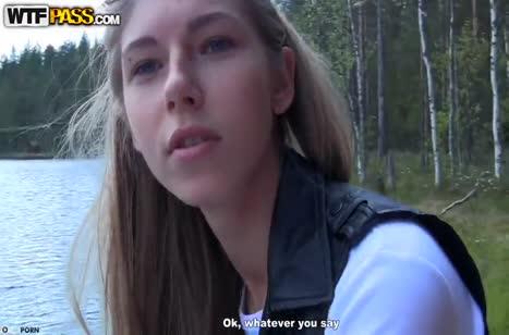 Веселая русская красотка согласна трахаться на природе