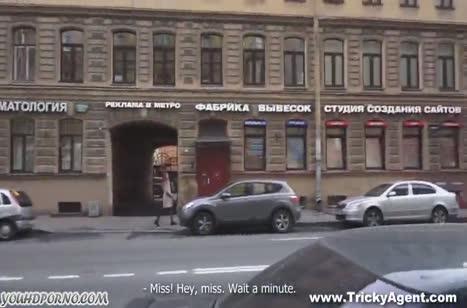 Русская брюнетка проходит порно кастинг