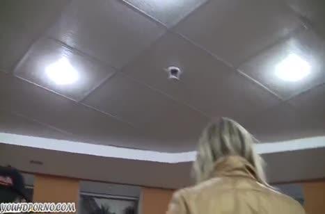 Блондиночка снялась на любительскую камеру