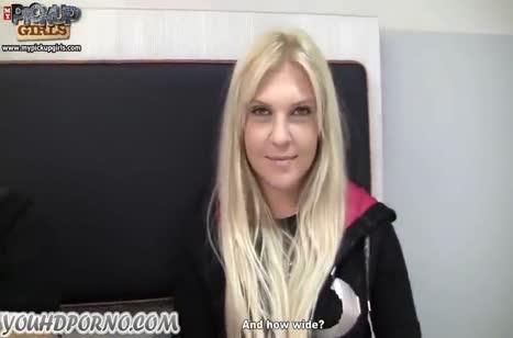 Парниша отымел знакомую блондинку перед камерой