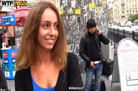 Пикаперы развели русскую шлюшку на домашний секс