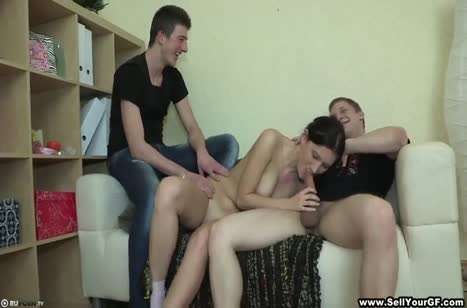 Парниша предложил девушке попробовать с его другом