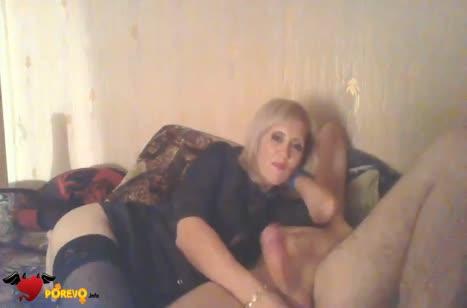 Блондинка сделала любительский отсос перед камерой