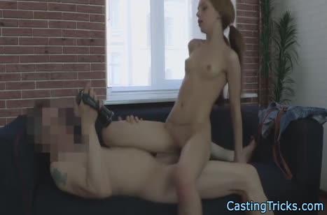 Молодая нимфа пробует себя в порнушке