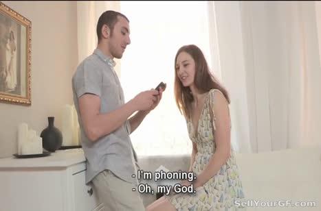 Чувак наблюдает как его девушка жестко шпилится с другим