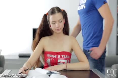 Русская брюнетка отбросила занятия и устроила порно с другом