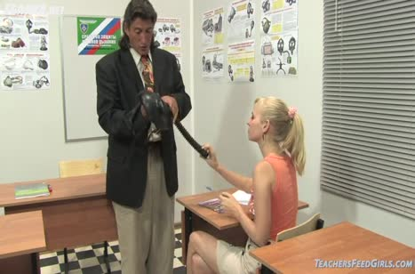Похотливая студентка дает преподу после занятий