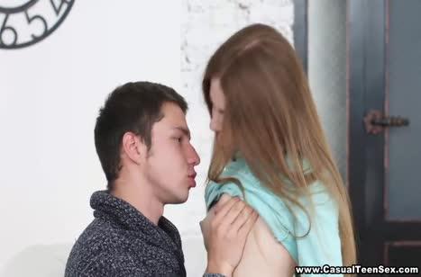 Парень доводит до стонов русскую молодую телочку