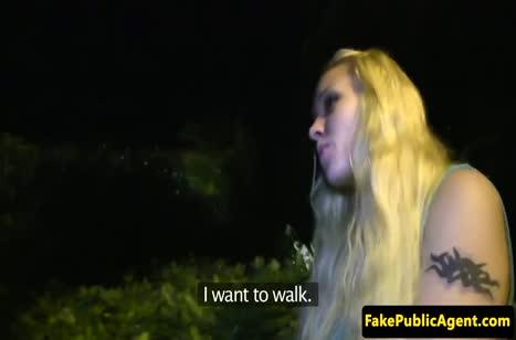 Блондинку трахнули от первого лица на улице