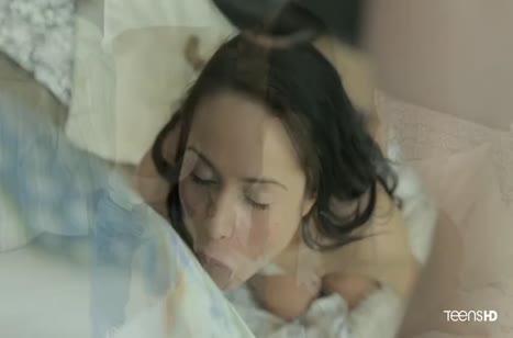 Красивое русское порно с молодой темноволосой подружкой