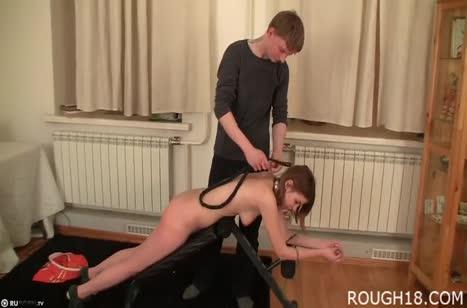 Рыжая подружка соглашается на пытки и БДСМ
