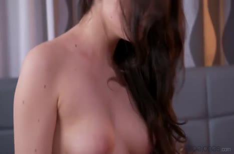 Красивая русская брюнетка любит жесткое порно