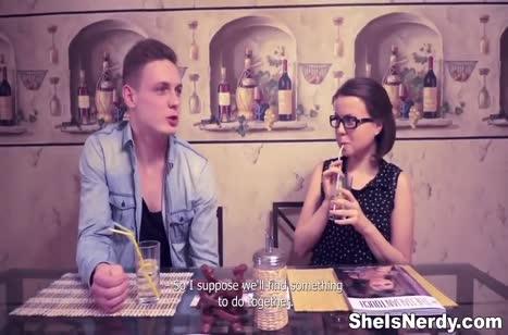 Русская студентка с классной попой поддалась на флирт