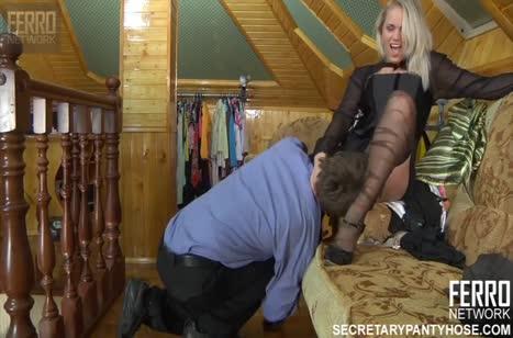 Настойчивый мужик соблазнил красивую блондинку на порно