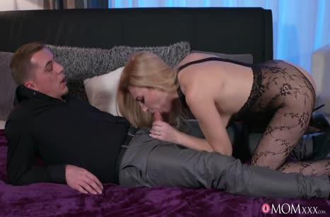Женушка надела секс костюм и завела своего мужа